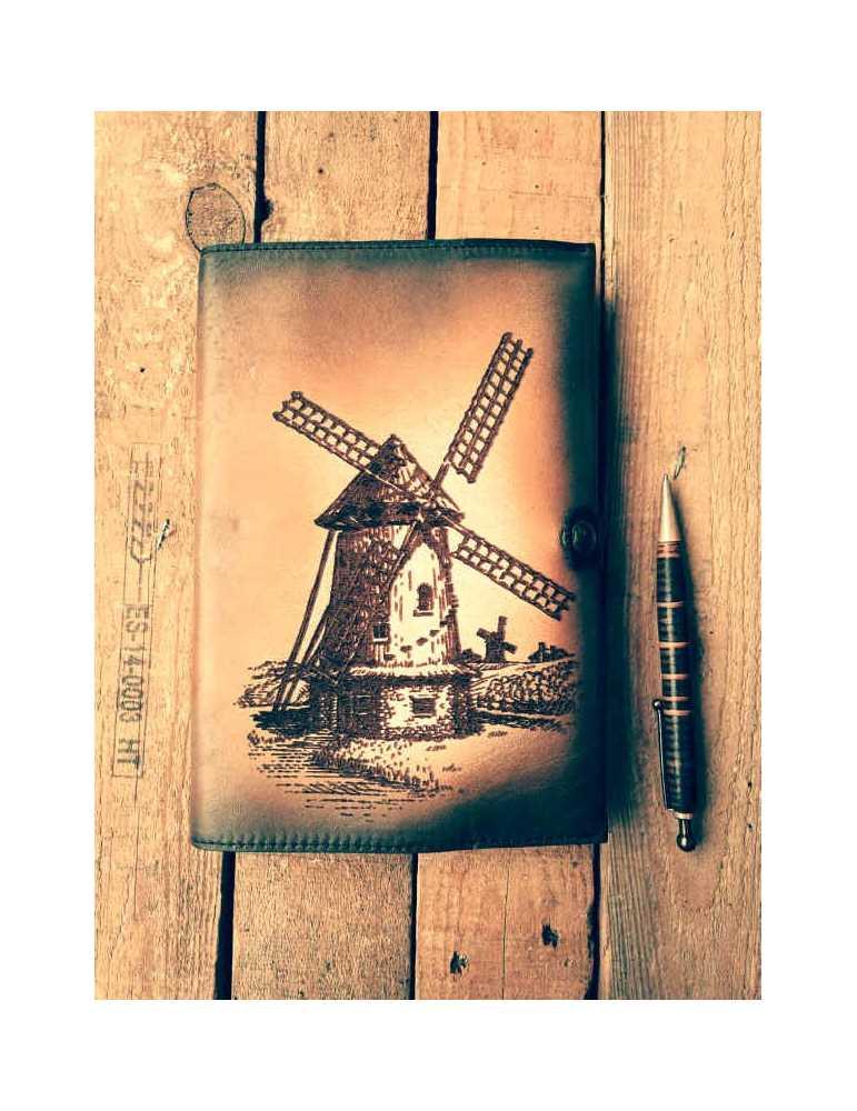 Fundas de cuero para libros  Hieros Leather Funda de cuero para libros, agendas o cuadernos. Diseño Molino de Viento. A6 Funda d